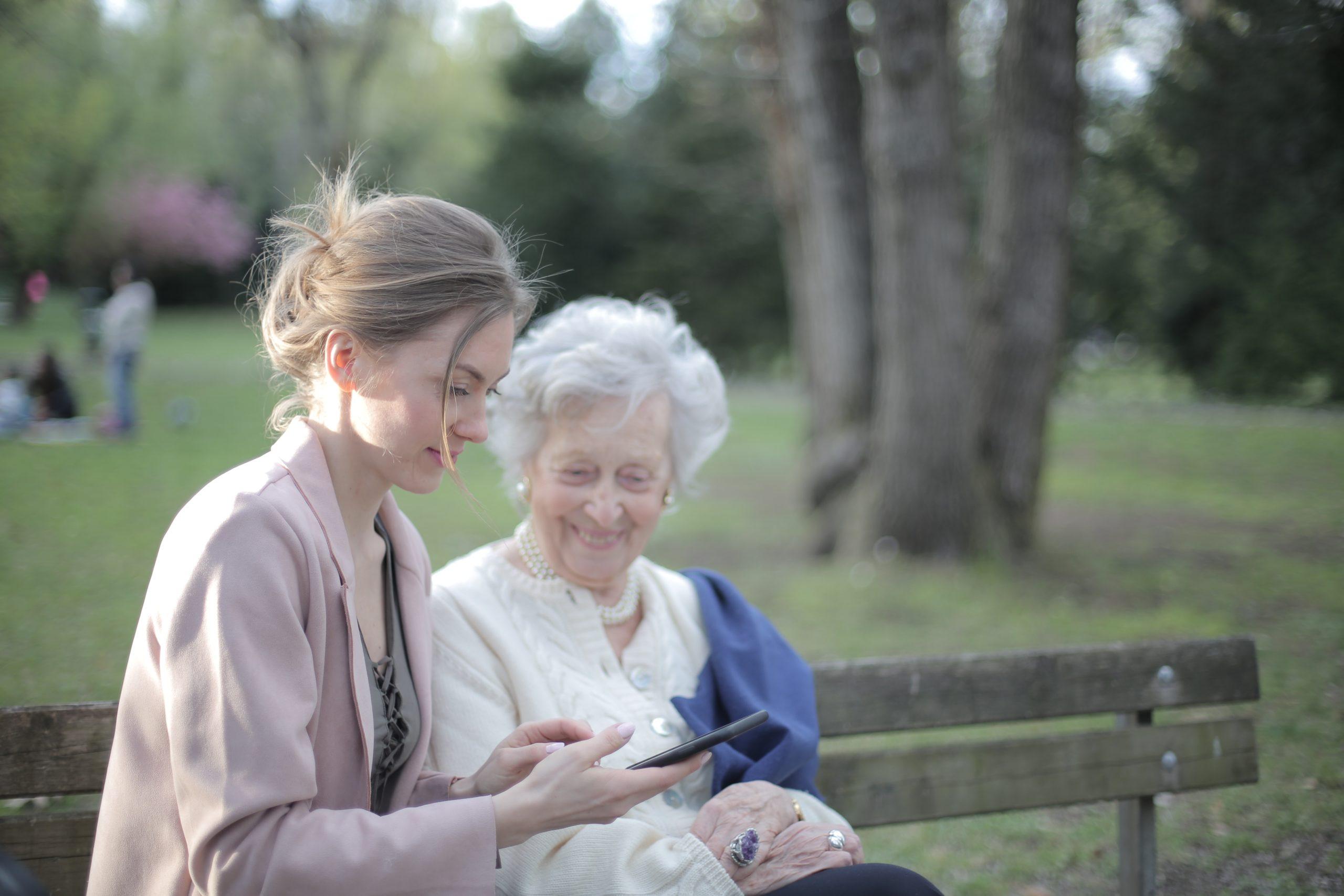 Auxiliaire de vie senior banc
